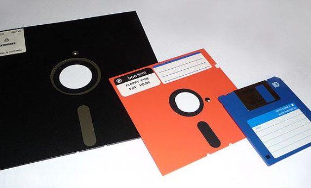 Pengertian Disket Adalah  Sejarah, Fungsi dan Cara Kerja Disket